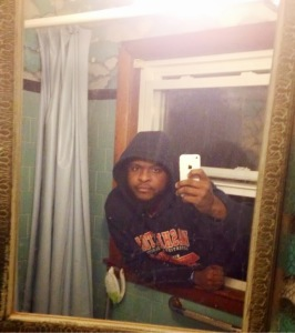 Online Dating Pictures Can Hurt You - Selfies
