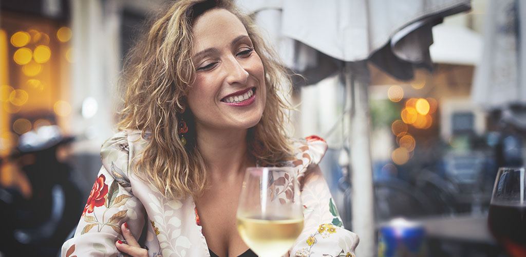 10 Signs That Older Single Women Are Interested In You - main