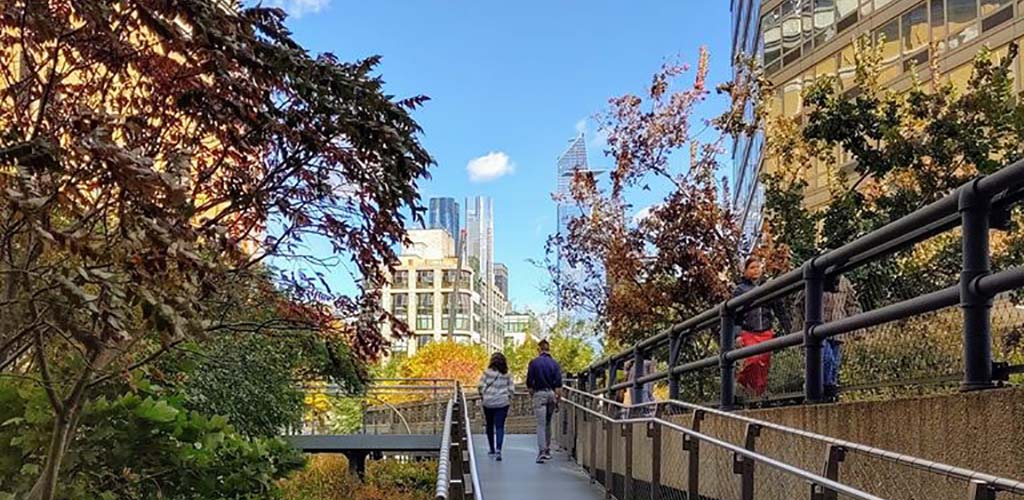 People walking along the path at Highline Park