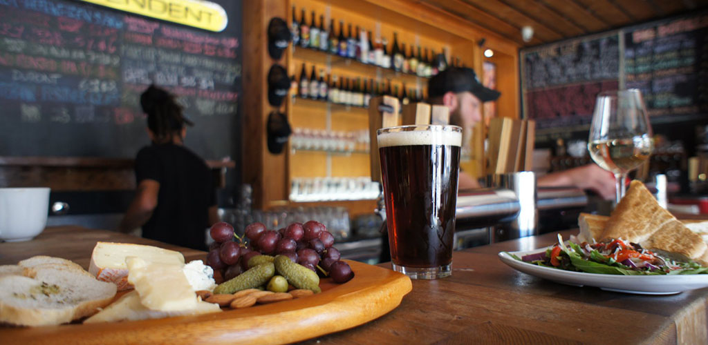 Independent Bar and Café for crafted American beers with Tampa cougars