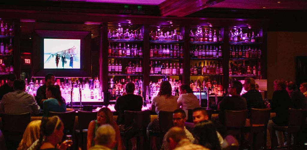 City Bar keeps it upscale with martinis and cougars in Boston
