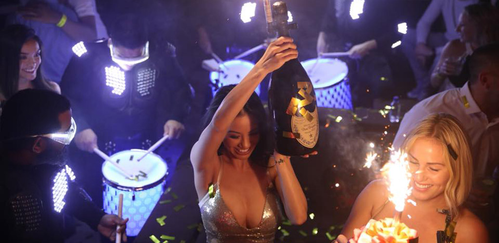 Experience the Las Vegas cougar haven at XS NightClub