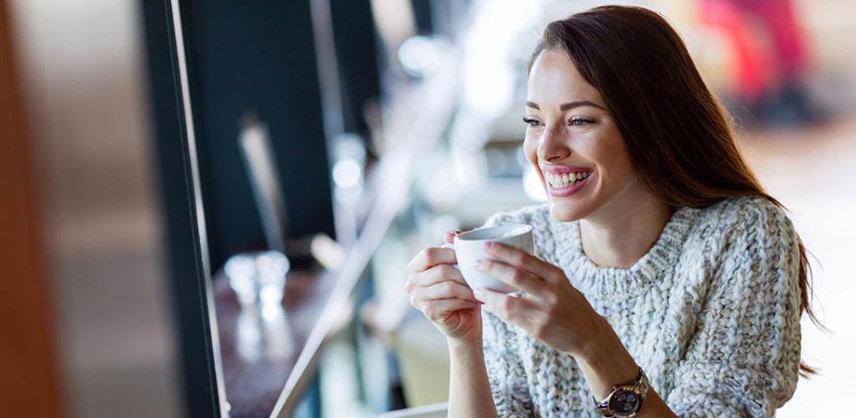 A lovely MILF in Minneapolis Minnesota enjoying some coffee