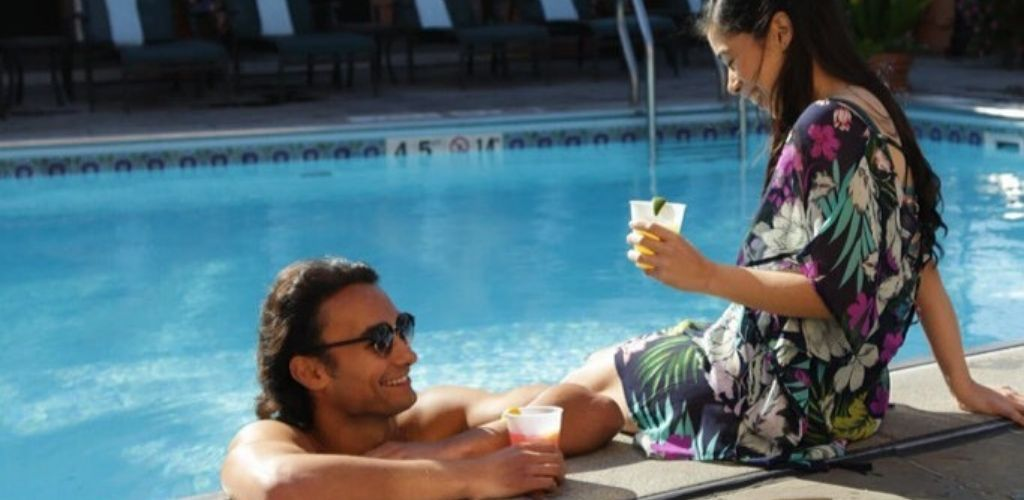 A Minneapolis MILF enjoying a drink with a man by the pool at Hotel Monteleone