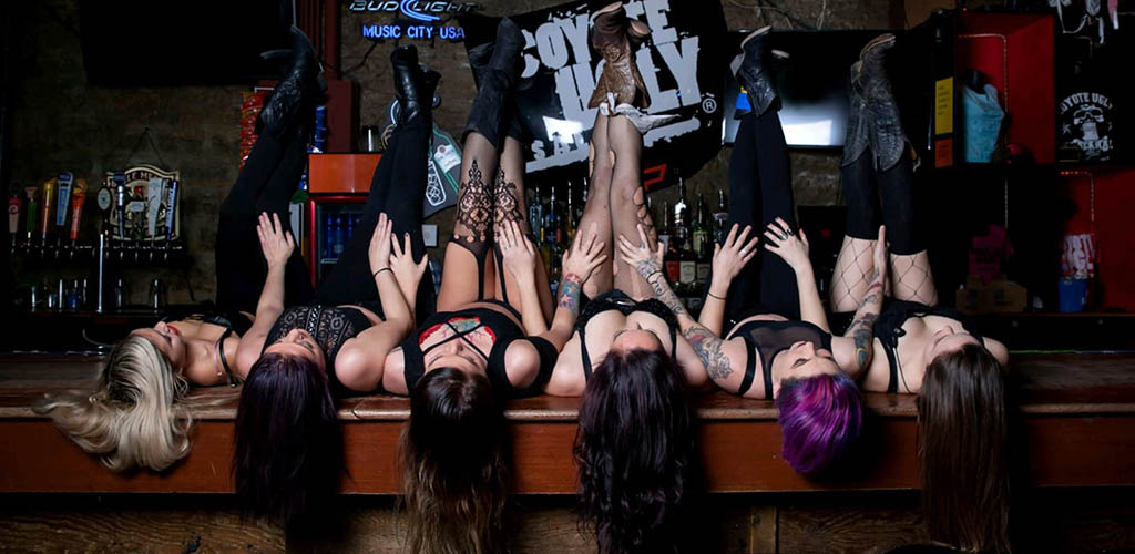 Performers at Coyote Ugly Saloon