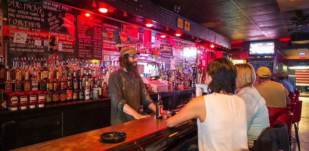 The super casual bar at Gooski's