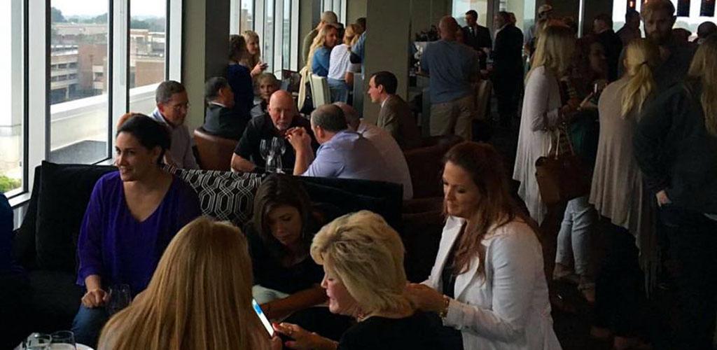 Cougars in Oklahoma City hanging out at O Bar