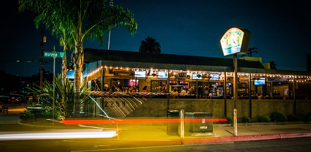 The breezy Offshore Tavern & Grill at night