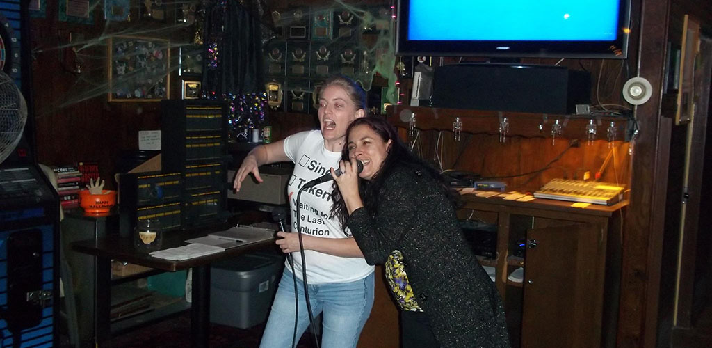 Cougars in Sacramento singing karaoke at Pied Piper