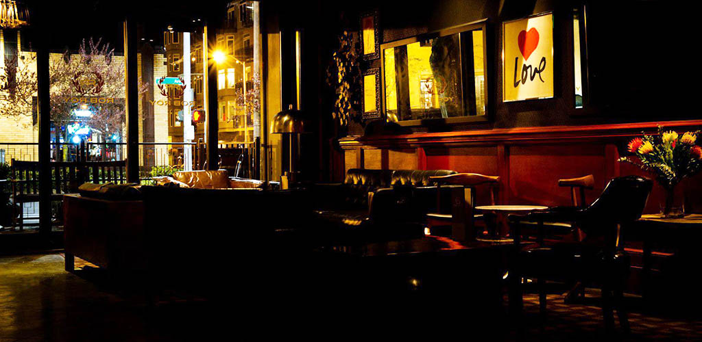 The dim and romantic Rob Roy in Belltown