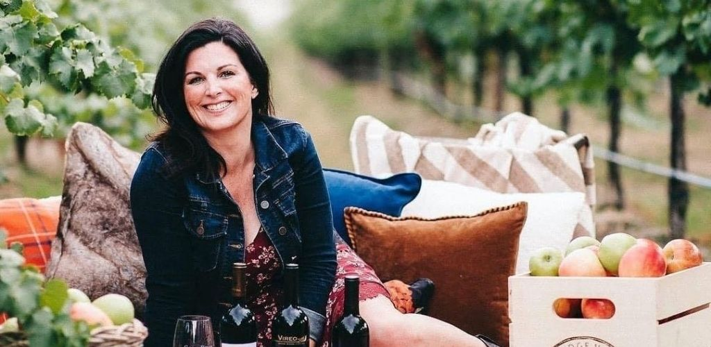 A cougar in Seattle wine tasting on a picnic