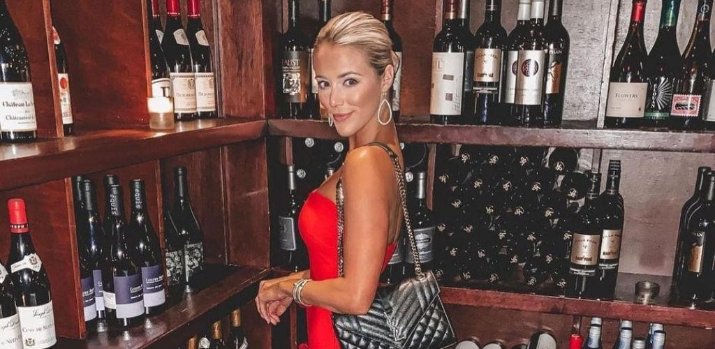 A classy Dallas MILF checking the wine selection at Nick and Sam's