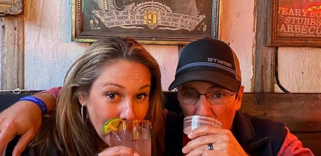 An Austin MILF drinking cocktails on a date at Mean Eyed Cat Bar