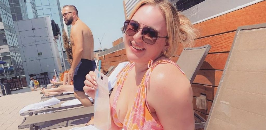 A young Mesa MILF enjoying a drink by the pool on the roof of Kimpton Hotel