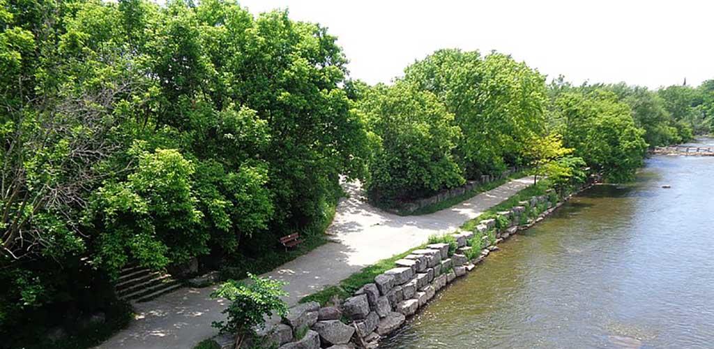 The walkway at Erindale Park