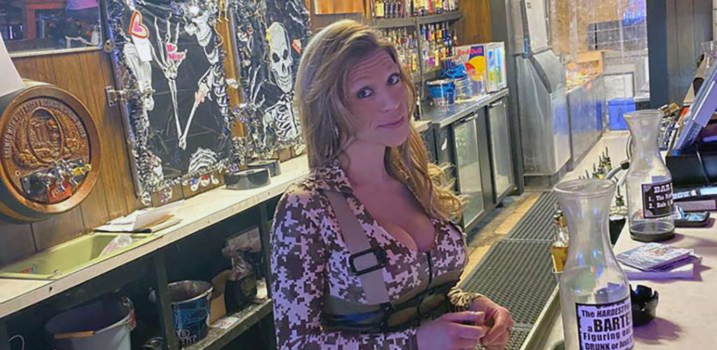 A woman at the bar of Head to Hoots