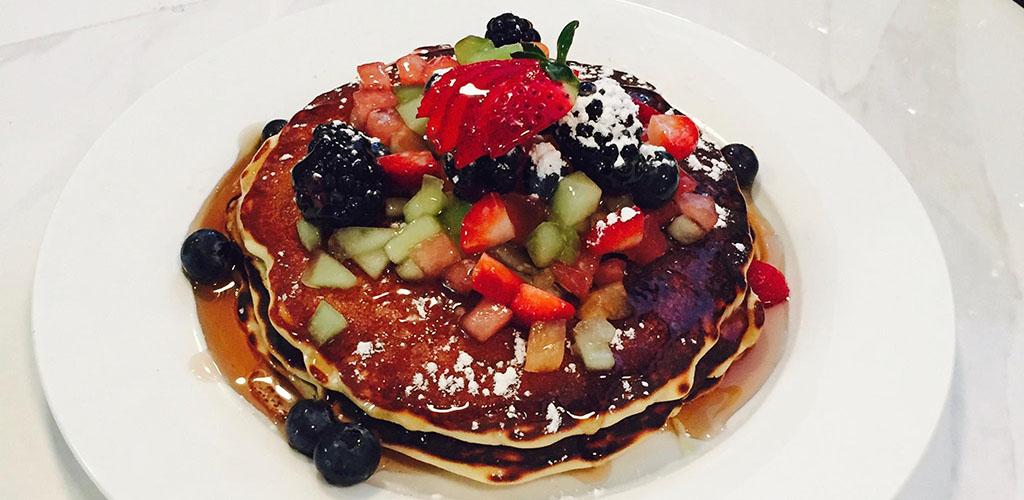 Fruit pancakes from Kravingz