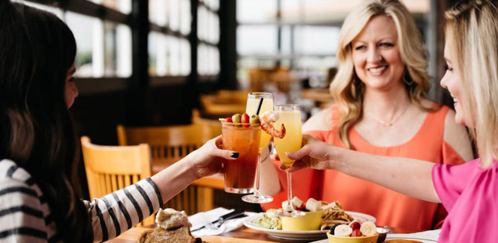 Oklahoma City MILFs having brunch and drinks at Red Rock Canyon Grill every weekend
