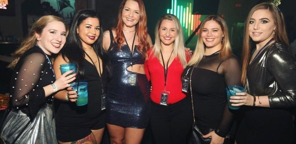 Cute cougars in Virginia Beach hanging out at Peabody's nightclub