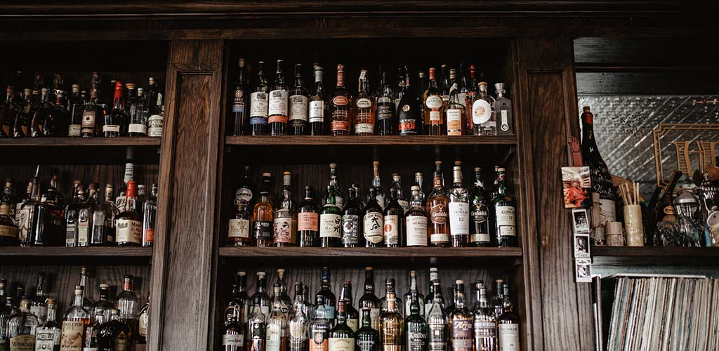 The rustic bar shelf of Hodges Bend