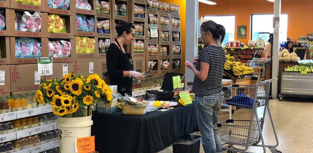 Buying organic food at La Montañita Co-op