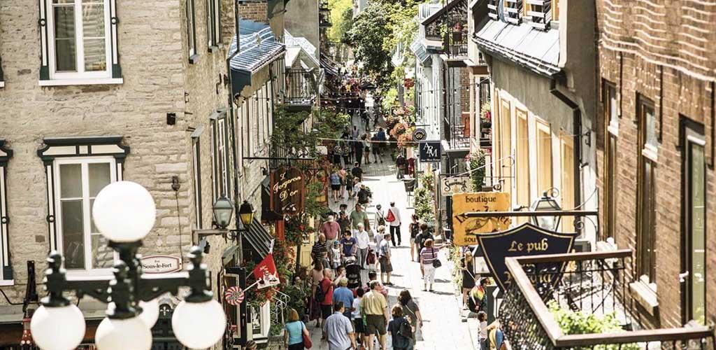 A crowd of people at Quartier Petit Champlain