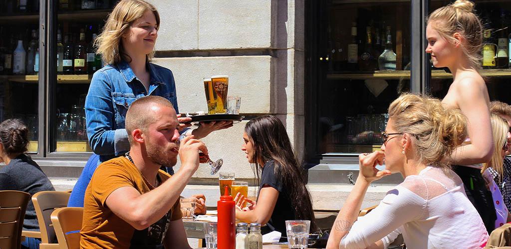 People drinking beer at the patio of Le Bureau de Poste