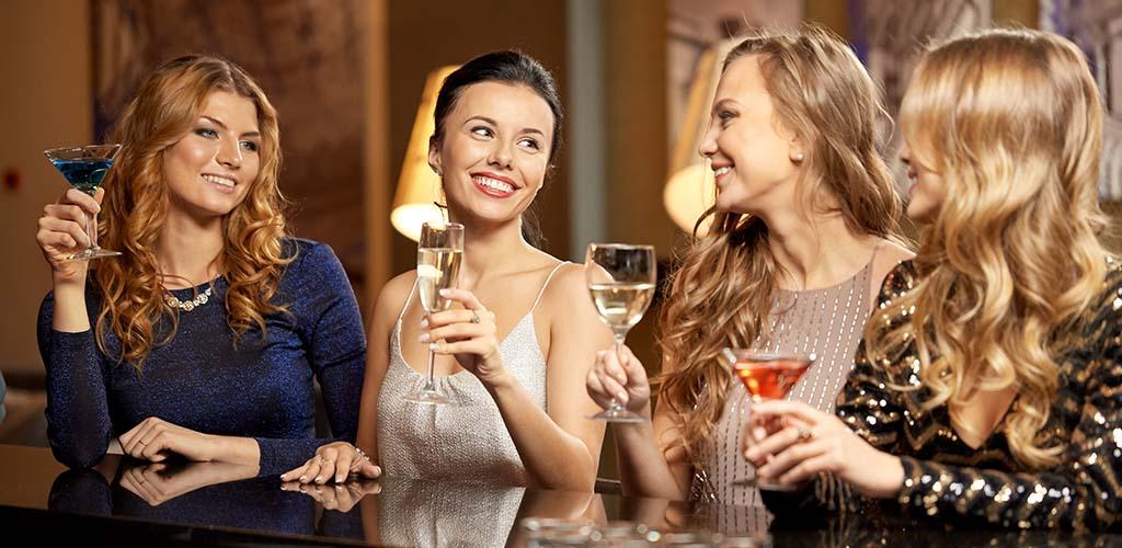 These Ottawa Ontario cougar bars are always full of single women