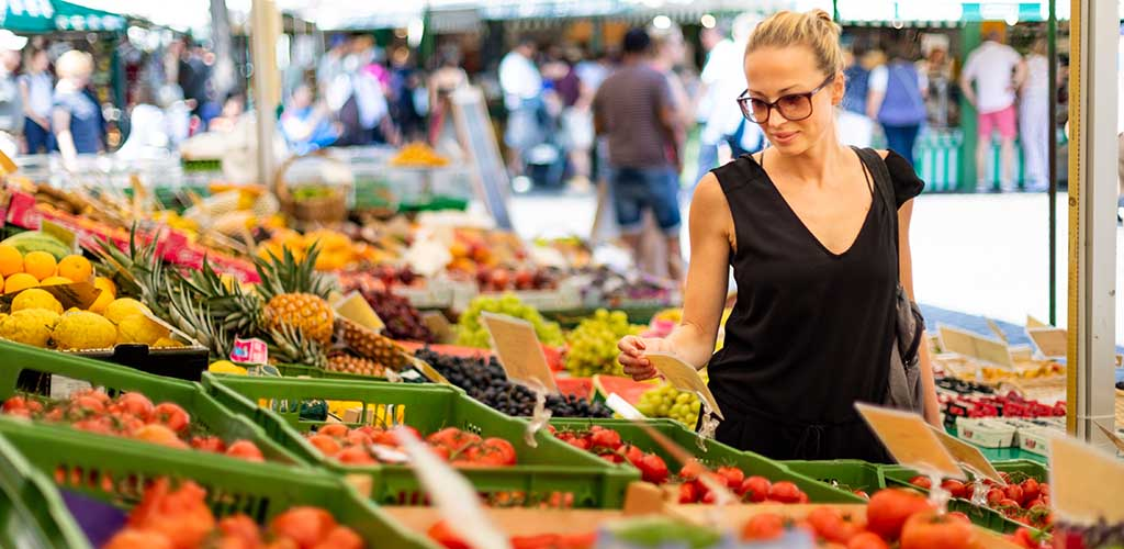 Cougars in Pretoria, South Africa like to shop for fresh ingredients