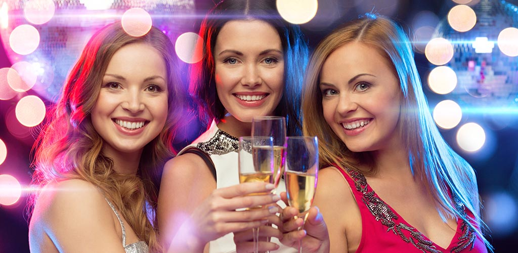 Meet sexy, single older women at these popular cougar bars in Glasgow Scotland