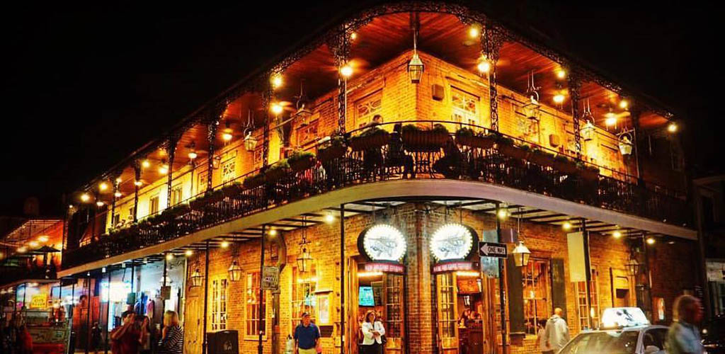 Classy cougars in New Orleans love the Creole architecture of Cornet