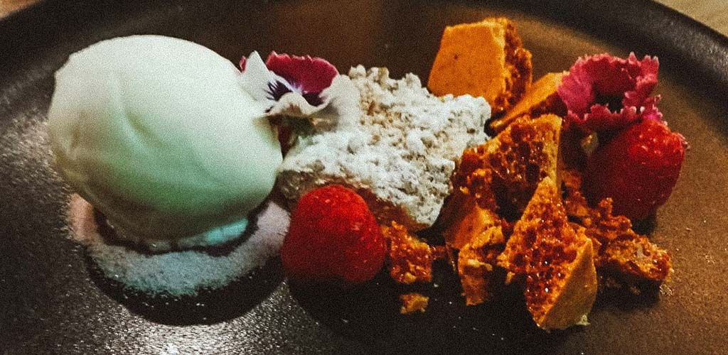 Dessert with honeycombs from Pachas Restaurant