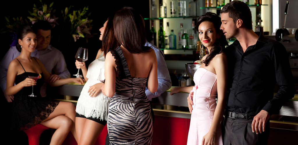17 Great Bars and Spots To Find Attractive Cougars In