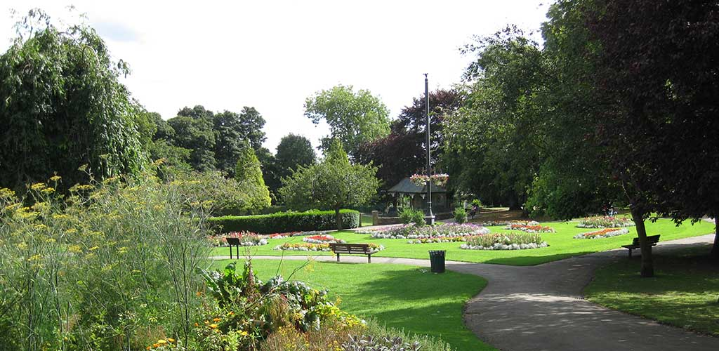 A sunny day at Pudsey Park