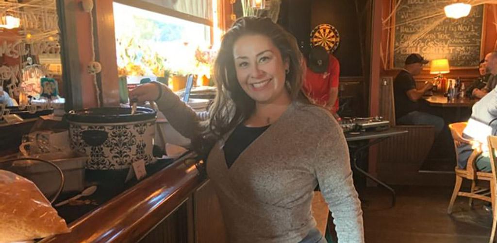 A sexy woman in the Glenn Bar