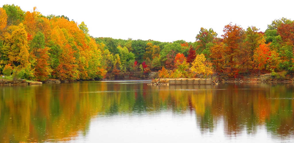 The lake at Nelson Ledges Quarry Park during autumn