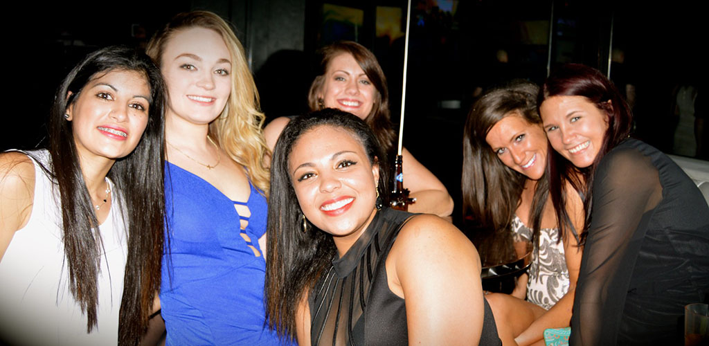 Beautiful women partying at Luna Royal Oak