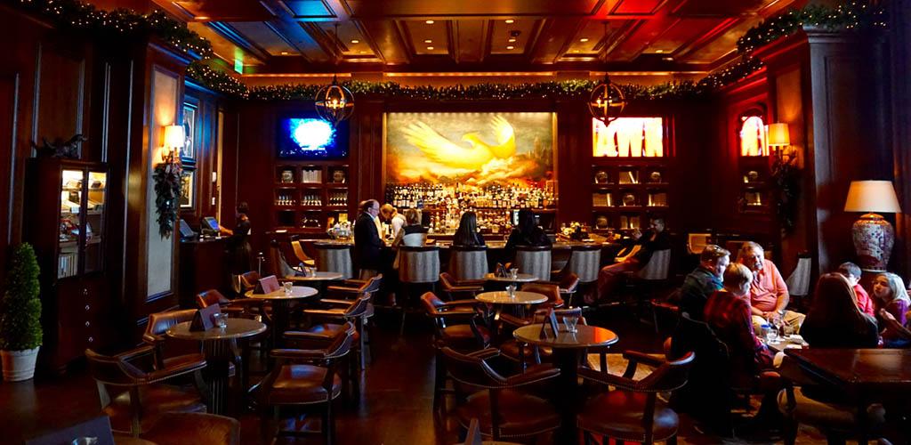 The elegant St. Regis Bar