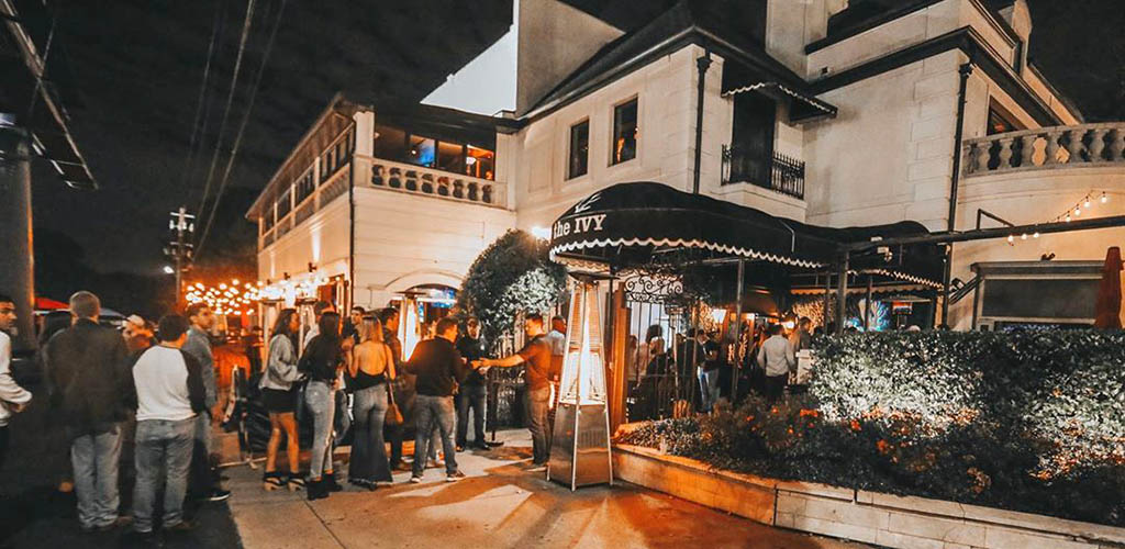 People lined up at The Ivy Buckhead