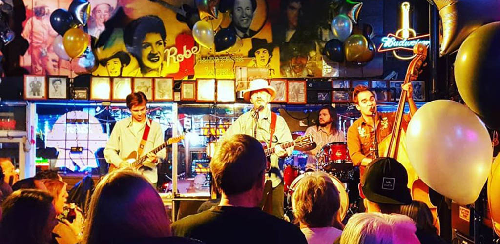 A live performance at Robert's Western World