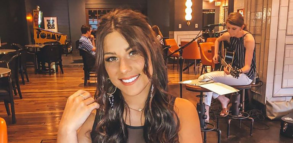 A beautiful woman at the Mane and Rye Dinerant