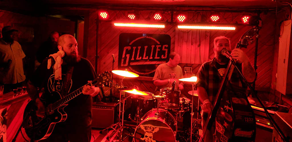 A band performing at Gillie's