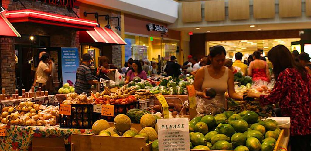 The lively Oahu Farmers Market