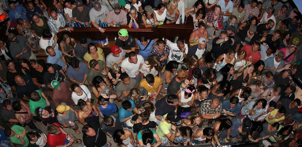 The huge party crowd at Newport Blues Cafe