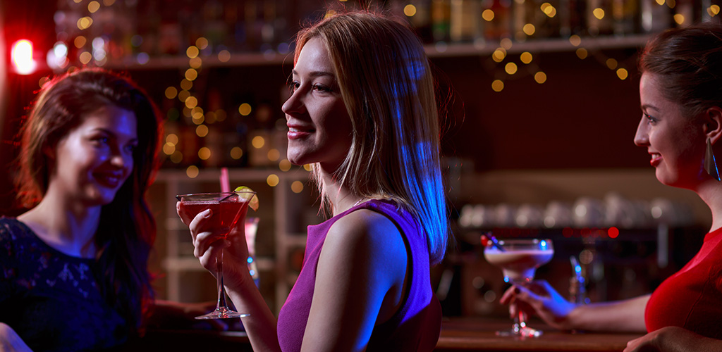 hook up a girl in bar