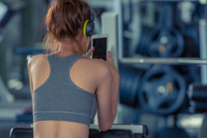 Denton Texas woman exercising while using a dating app