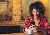 Attractive black woman using a Savannah Georgia dating app