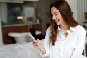 Eugene Oregen woman in bed trying a hookup app
