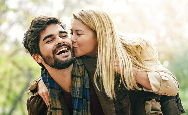 Bearded man knows how to get out of the friendzone by having fun with his beautiful date