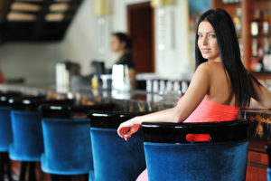 Colorado Springs lady waiting for a guy at a hookup bar